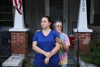 Emily Spell y su madre Susan Williams perdieron a su hermano e hijo, Joseph Williams, de 31 años, por consumo del fentanilo (Travis Dove - ICIJ)