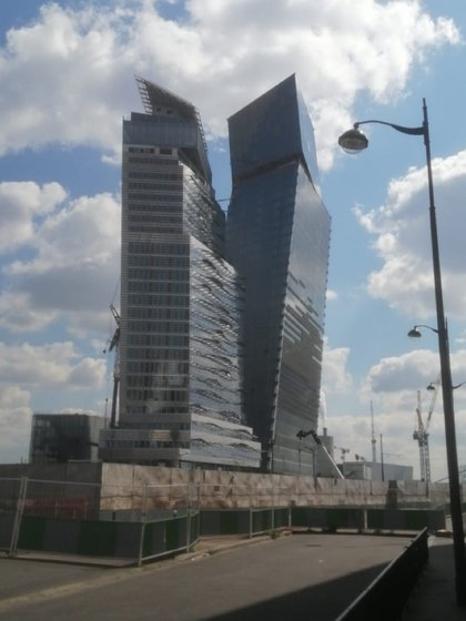 Torres de departamentos sofisticadas, torcidas (pero de diseño)
