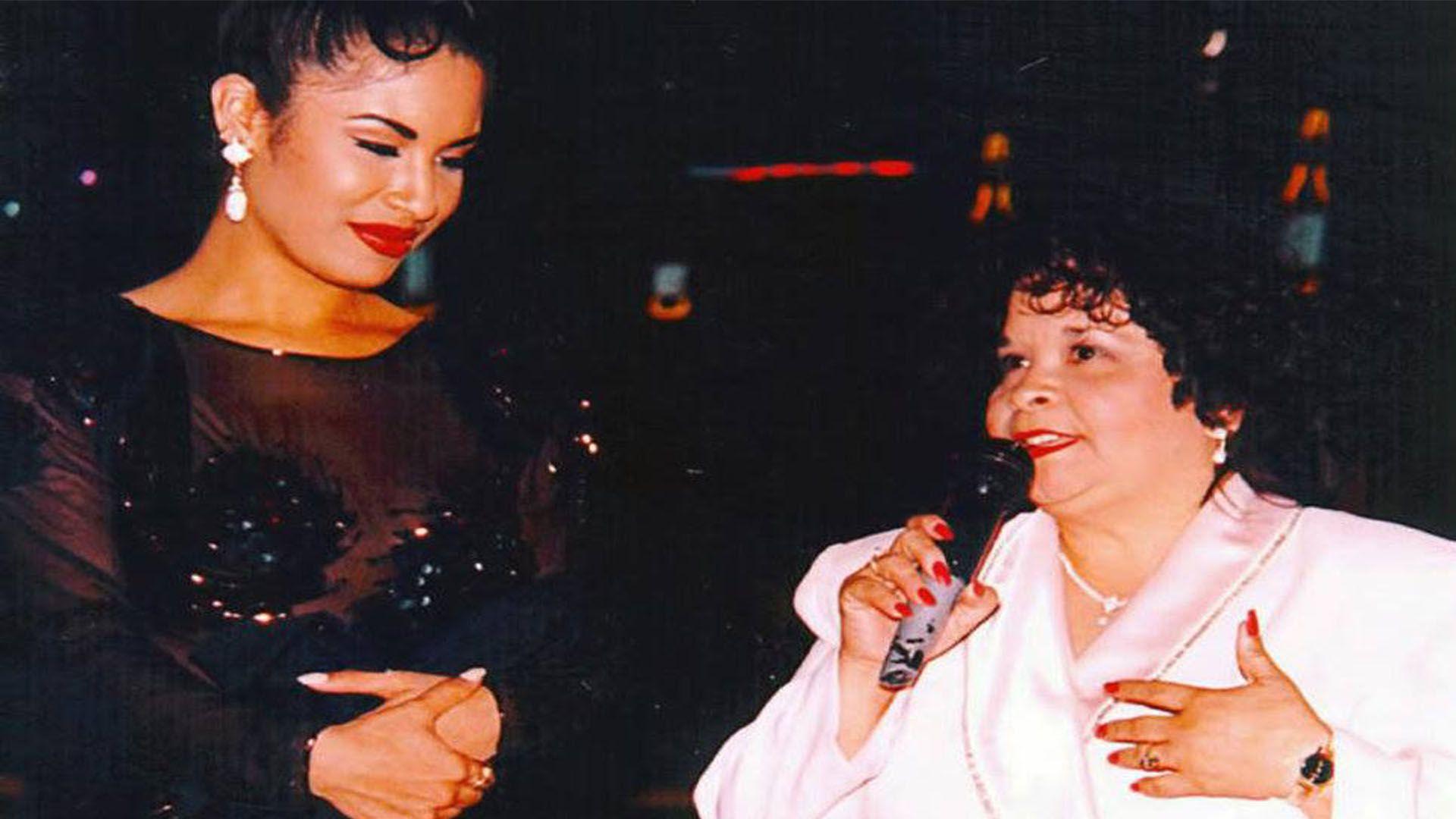Selena y Yolanda Saldívar (Foto: Twitter@raulbrindis)
