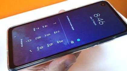 El móvil cuenta con 4GB de RAM, 128 GB de almacenamiento interno y un procesador de ocho núcleos.