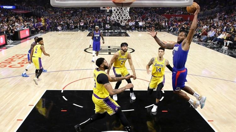 Kawhi Leonard aportó 30 puntos, 6 rebotes, 5 asistencias, 2 robos y 1 tapa (AP Photo/Marcio Jose Sanchez)