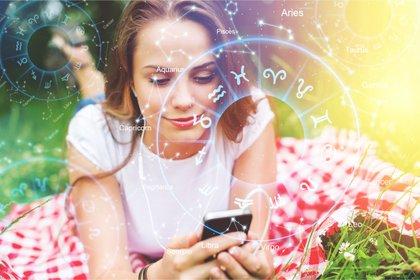 """En la Argentina se detectó el crecimiento en las plataformas digitales del interés por la astrología, el Tarot y lo """"esotérico"""" (Shutterstock)"""