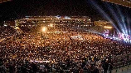 50 mil espectadores en el estadio (AP)