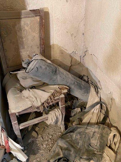 Restos de un cohete de la serie LAR-160 que impactó en una casa de una zona residencial de la ciudad de Hadrut © 2020 Unión de Ciudadanos Informados
