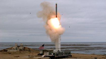 El lanzamiento del misil tipo Tomahawk desde la isla de San Nicolás, California