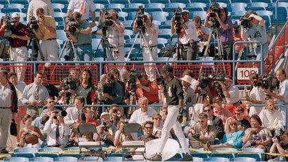 En febrero del 94, Jordan se presentó por primera vez a entrenar con los Birmingham Barons y el campo se llenó de periodistas (PH MLB).
