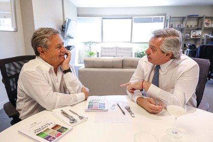 Eduardo Duhalde junto a Alberto Fernández (@alferdez)