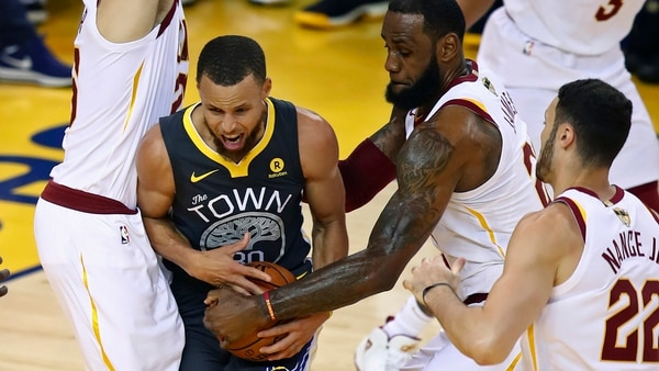 ¿Stephen Curry y LeBron James juntos? (AP)