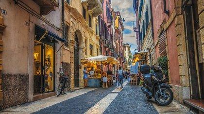 Los precios han caído un 18% en Verona desde el cierre: ahora los viajeros pueden obtener una copa de vino por poco más de USD 4