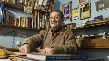 Juan A. Farenga (h) es docente de matemáticas y está pronto a cumplir los 90 años (Lucas Engel)