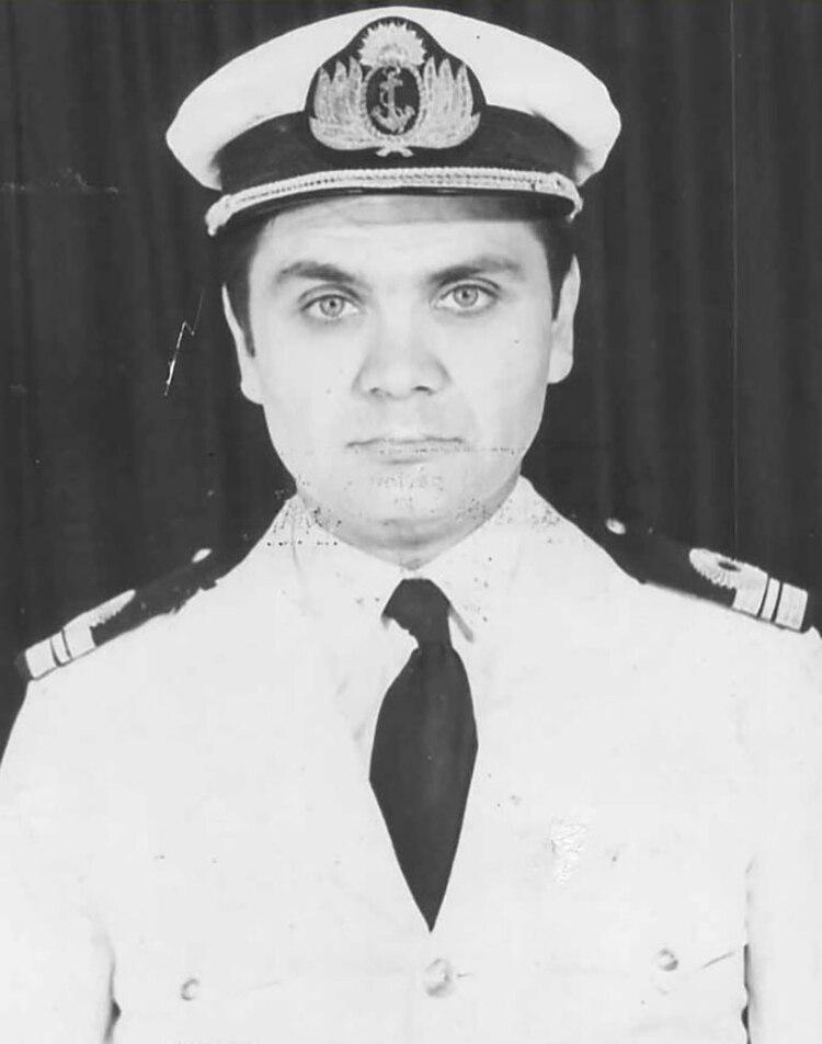 El comandante del buque, Sergio Góez Roca