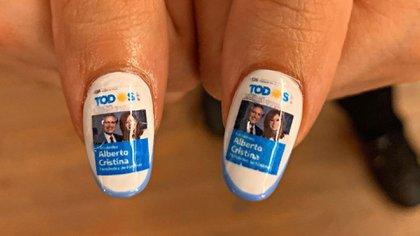 Las uñas esculpidas de la candidata a legisladora en CABA en el día de la elección
