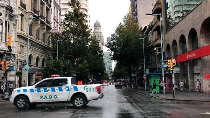La emblemática avenida 18 de julio en el centro Montevideo, con el tráfico limitado por la cuarentena (Catalina Weiss)