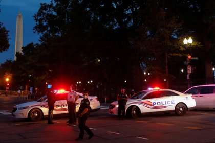 Imagen de archivo de policías cerca de la Casa Blanca tras un incidente (REUTERS/Andrew Kelly)