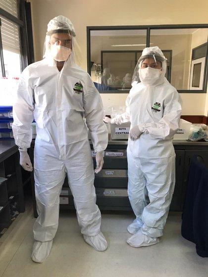 Los médicos del Hospital Fernández con sus equipos y máscaras protectoras