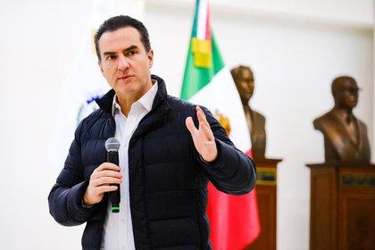 Adrián de la Garza Santos exhibió un video donde mostró los presuntos nexos de la familia de Samuel García con el Cártel del Golfo (Foto: Facebook@AdrianDeLaGarzaS)
