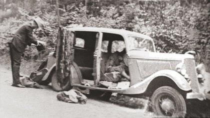 Imagen del Ford en el que murieron acribillados los amantes en 1934