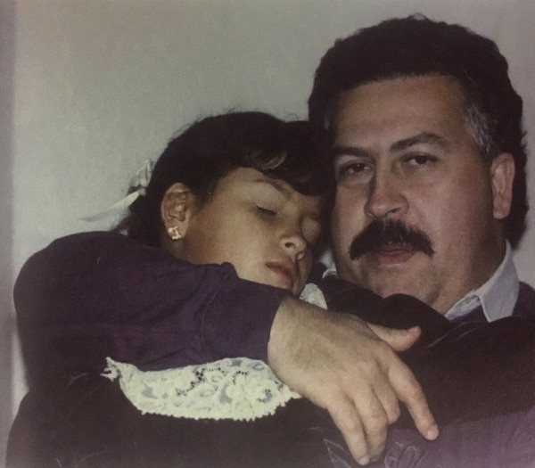 Pablo Escobar Gaviria with his daughter Manuela (Victoria Eugenia Henao, the published house of Planeta)