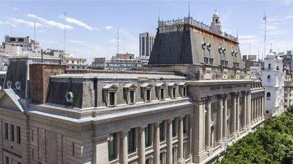 Fachada del Colegio Nacional de Buenos Aires, que ocupa parte de la histórica Manzana de las Luces, en pleno centro porteño.