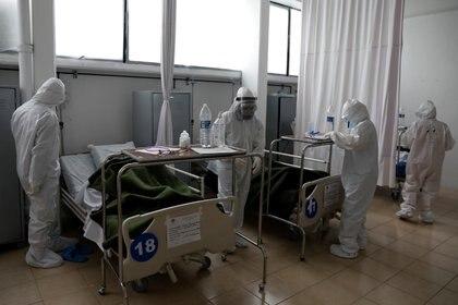 La pandemia por COVID-19 ha generado una demanda inusitada en los sistemas de salud mundiales. REUTERS/Carlos Jasso