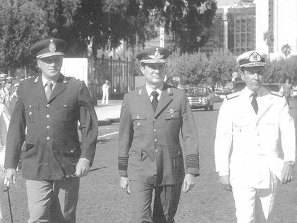 La junta militar: Leopoldo Galtieri, Basilio Lami Dozo y Jorge Anaya