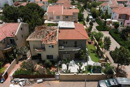 Otro edificio dañado en Ashkelon (REUTERS/Ilan Rosenberg)
