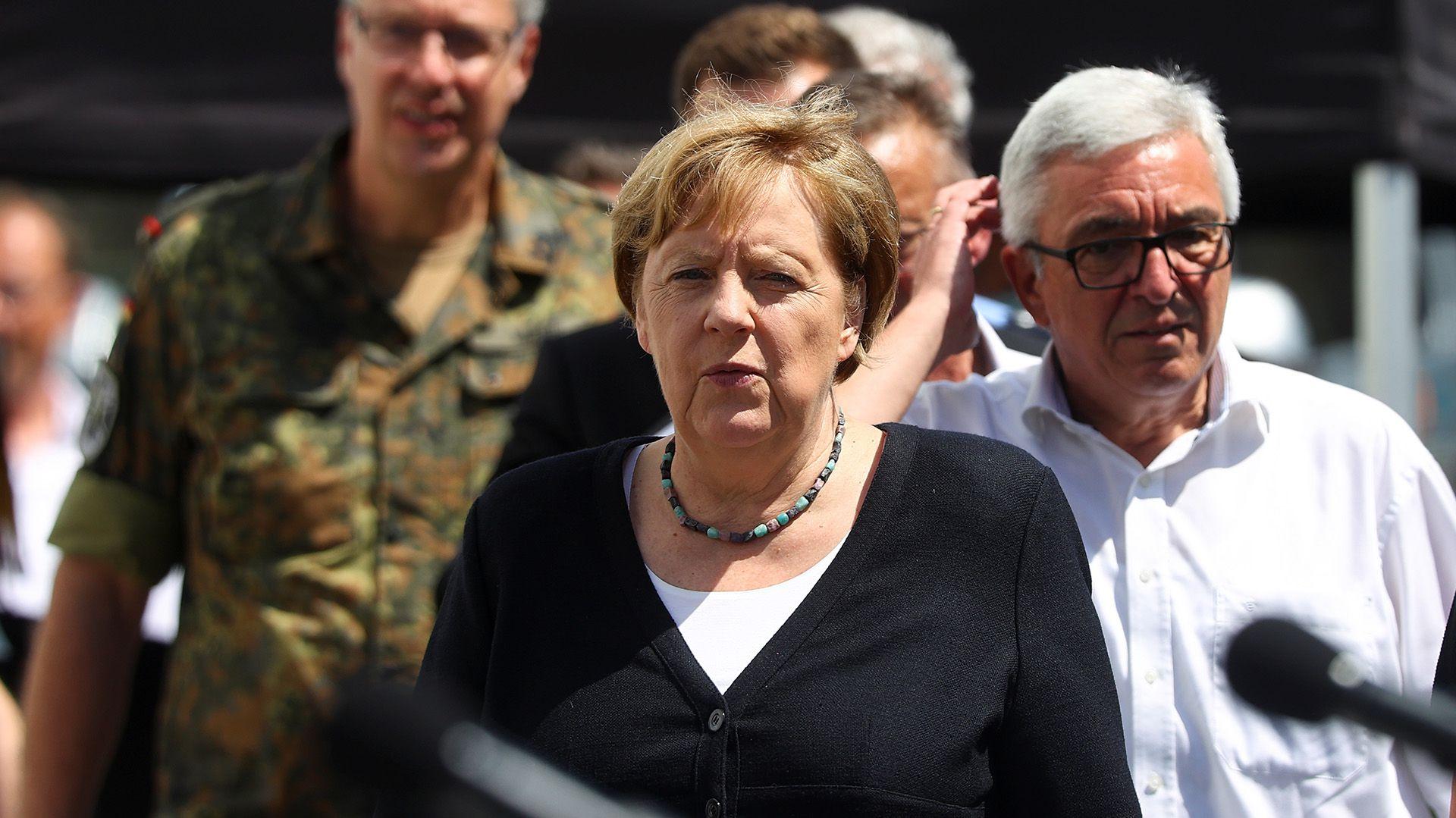 Angela Merkel visita la zona de desastre en Alemania