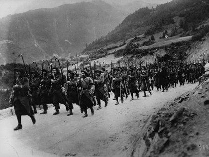 Tropas de montaña francesas marchan hacia el frente(Hulton Archive/Getty Images)