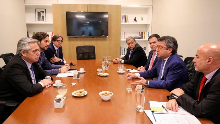 En el encuentro con la delegación del BID Santiago Cafiero y Christian Asinelli acompañaron a Fernández
