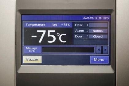 Un freezer para conservar la vacuna de Pfizer-BioNTech a temperaturas ultra frías. REUTERS/Benoit Tessier