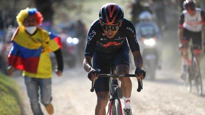 El colombiano logró una hazaña del ciclismo colombiano y consiguió el primer podio del país en la famosa competencia. Vía: Ineos Grenadiers