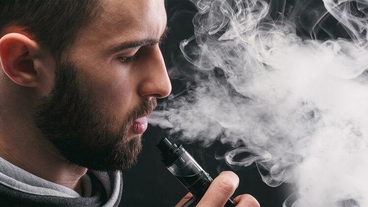 El cigarrillo electrónico es el ingreso a la adicción a la nicotina (Shutterstock)