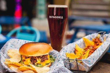 Cerveza, nachos y sándwich de bondiola, los más pedidos en Maldini (Maldini)