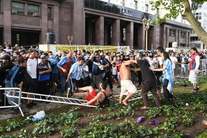 Los disturbios de esta mañana en Plaza de Mayo (Maximiliano Luna)