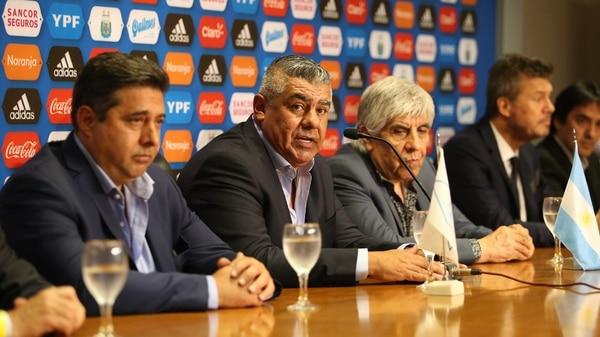 Angelici, Tapia, Moyano y Tinelli en la AFA (Nicolás Aboaf)