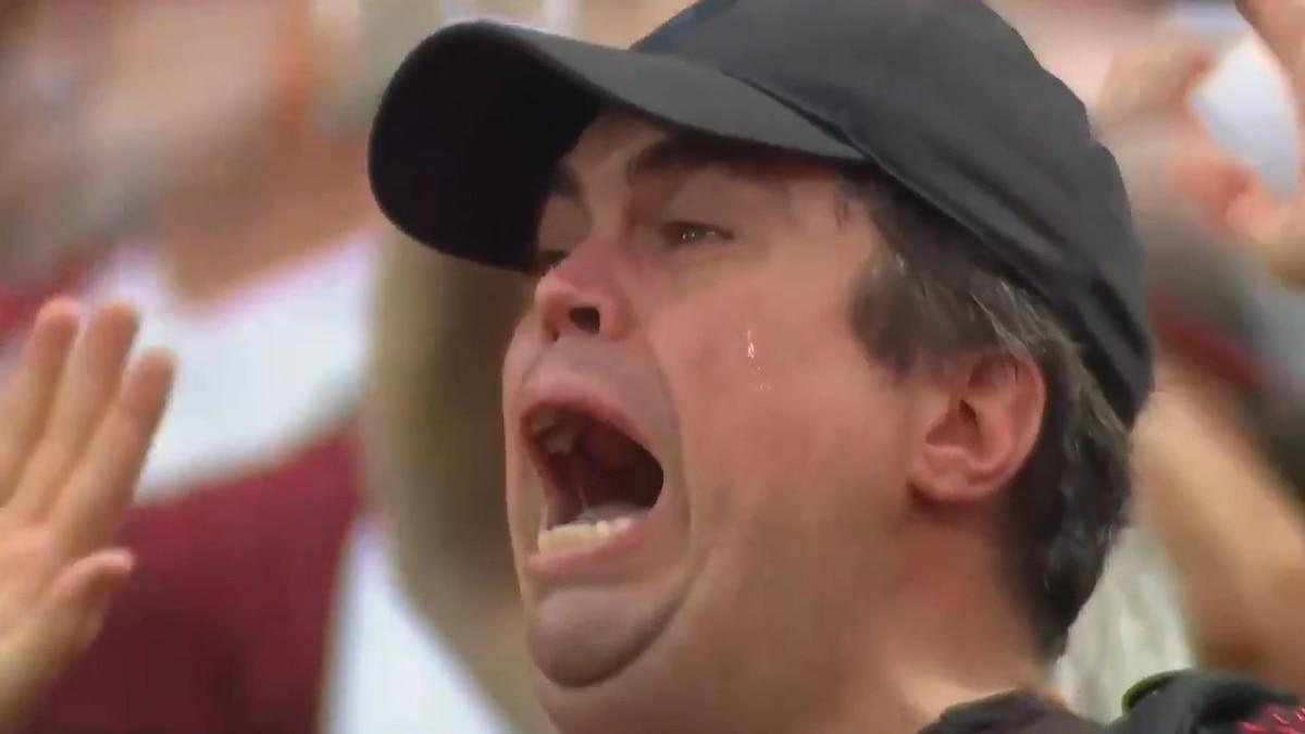 Salió a la luz el video completo del hincha de Colón que lloró al escuchar a Los Palmeras en la final de la Copa Sudamericana - infobae