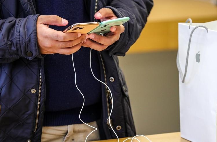 Si tu internet es veloz, es mejor hacer la migración sin cables, pero con una conexión de Wifi lenta, se recomienda el otro método (Foto: Armando Babani/ EFE)