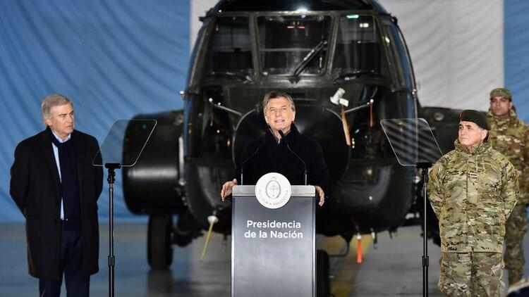 Mauricio Macri junto a Oscar Aguad cuando presentó la reforma militar (Adrián Escandar)
