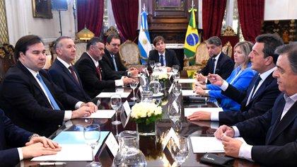 Sergio Massa, con un grupo de diputados argentinos, durante la reunión con los parlamentarios de Brasil