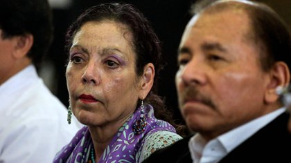 El dictador Daniel Ortega y la vicepresidente y primera dama Rosario Murillo (AFP)