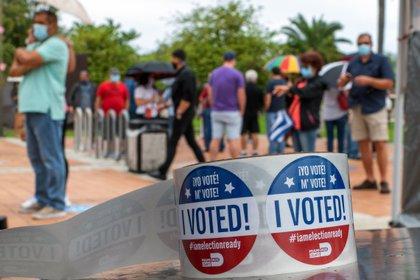 """Detalle de unas pegatinas que dicen """"Yo voté"""", que se entregan a las personas tras votar en la puerta de un centro de votación en Miami, Florida (EEUU) (EFE/ Giorgio Viera/ archivo)"""