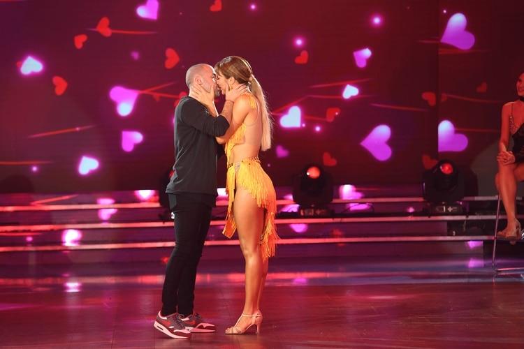 El beso de Flor Vigna y Mati Napp en la pista del Bailando (Foto: LaFlia / Negro Luengo)