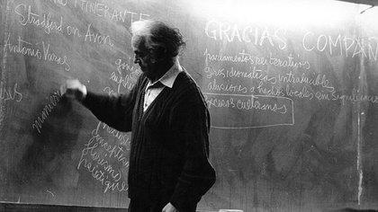 Además de poeta, fue un destacado matemático
