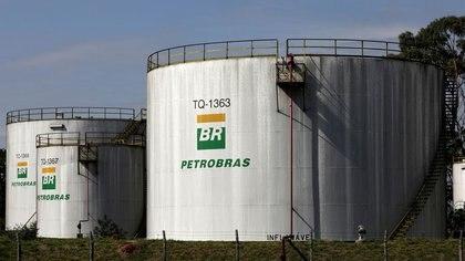 Imagen de archivo de tanques en una refinaría da Petrobras en Paulinia, Sao Paulo. 01/07/2017. REUTERS/Paulo Whitaker