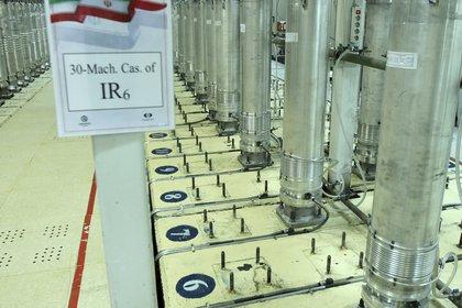 Esta imagen de archivo publicada el 5 de noviembre de 2019 por el Organismo iraní de Energía Atómica muestra varias centrifugadoras en la planta de enriquecimiento de uranio en Natanz, en el centro de Irán. (Organismo Internacional de la Energía Atómica, via AP, Archivo)