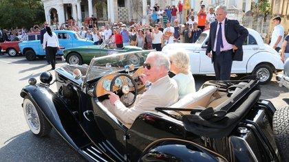 El príncipe Carlos y su esposa Camila en La Habana (Reuters)