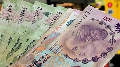 Cada vez se necesitan más pesos para comprar dólares