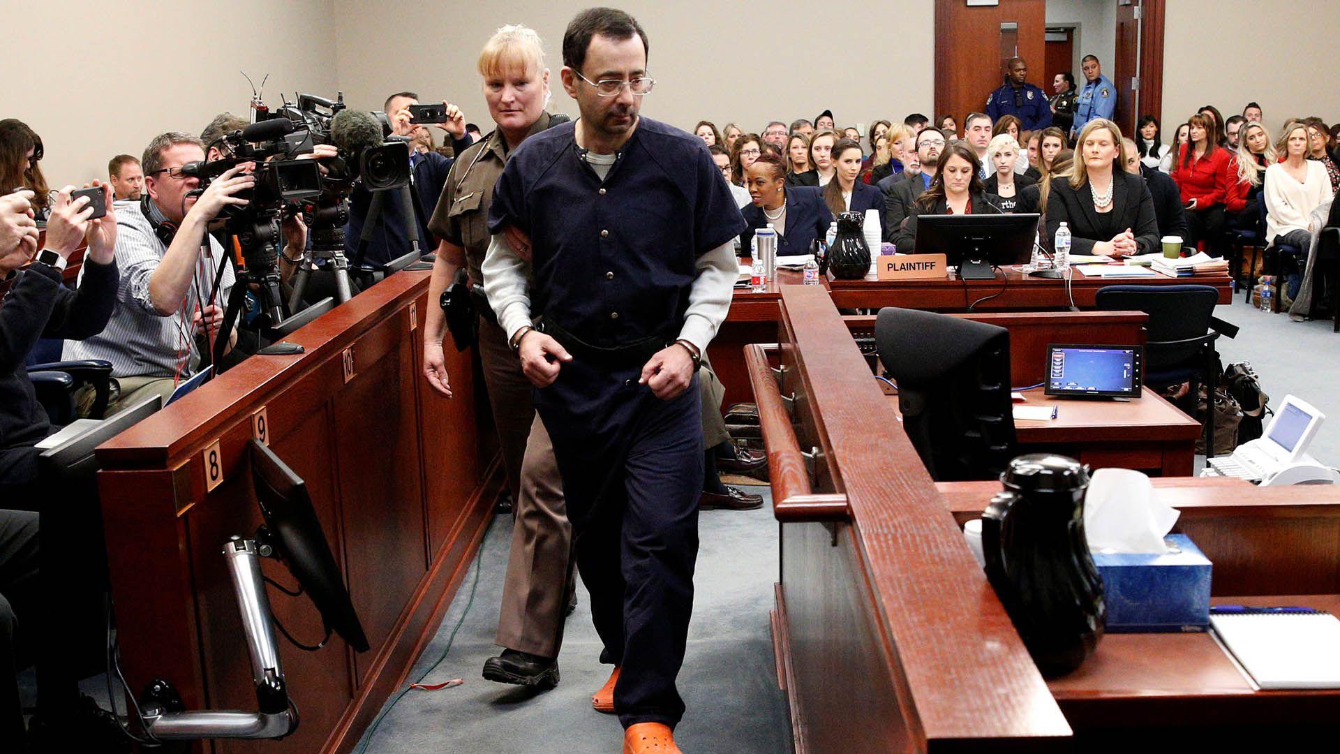 Larry Nassar, el ex médico del equipo de gimnasia estadounidense, que fue sentenciado a un máximo de 175 años de prisión por los más de 200 casos de abuso sexual (REUTERS/Brendan McDermid)