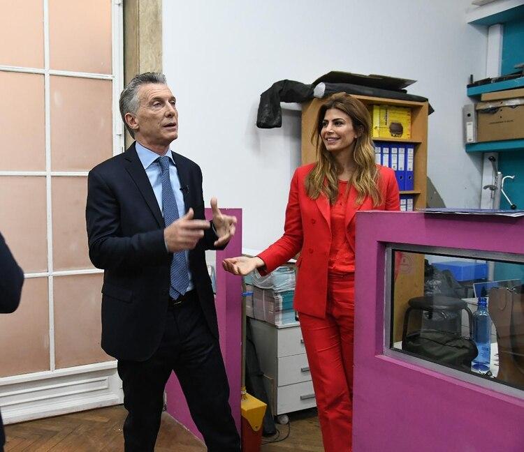 Macri con Juliana Awada antes de iniciar el primer debate en Santa Fe