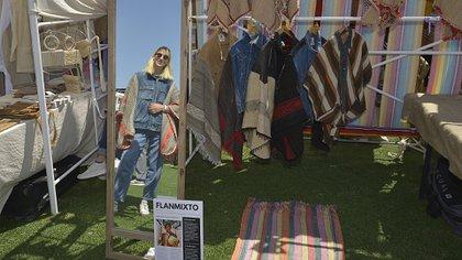 Belén de Flan Mixto con sus ponchos que son una fusión de ponchos con camperas de jean vintage